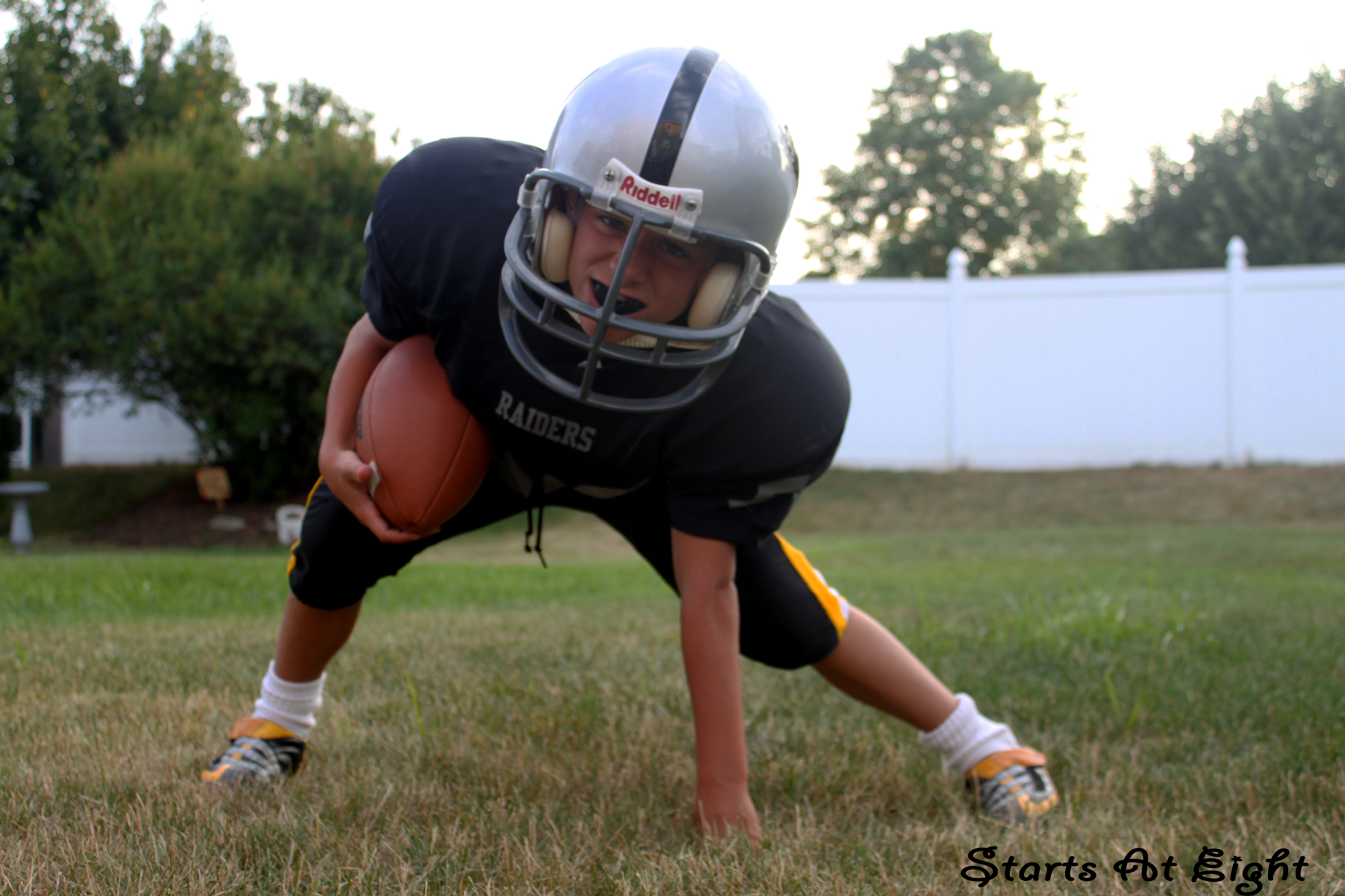 benefits in youth football All sports claim to improve your health, and all sports offer benefits to greater or  lesser extent, but youth soccer might give your kids the best.