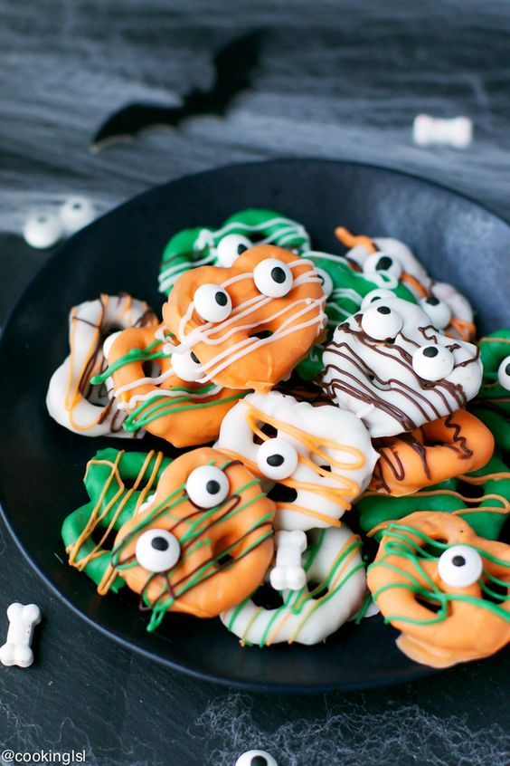 5 Kid Friendly Halloween Snacks from Starts At Eight. These Kid Friendly Halloween Snacks are sure to be unique & interesting treats that kids will absolutely love! Get your kids in the kitchen and get cooking!